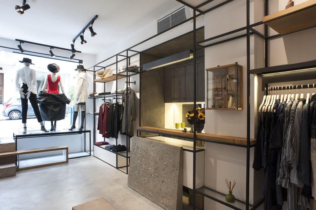 1127086063f Πρόκειται για ένα μικρό ισόγειο εμπορικό χώρο στο κέντρο της Αθήνας.  Πρωταρχικούς στόχους του σχεδιασμού αποτέλεσαν αφενός η μέγιστη  εκμετάλλευση του χώρου, ...